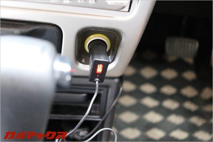 dodocoolのFMトランスミッターを自動車のシガーソケットに挿したところ