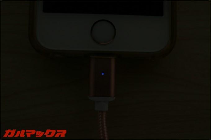 ケーブルには充電LEDが搭載