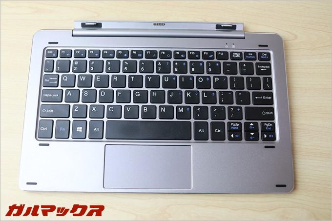 かなり高品質な専用キーボードのHibook Pro Keyboardバッテリーが入っていないので軽量です