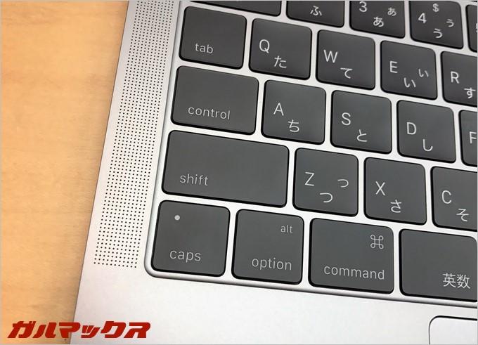 新MacBookPro(2016)のキーボードは非常に薄い。