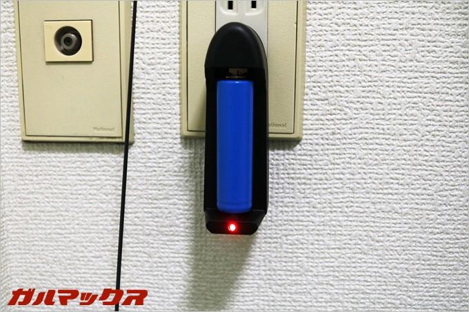 充電器には充電状況を確認できるインジケータがついているので充電状況が分かりやすくてGood
