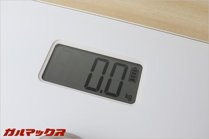 dodocool製の体重計DA100の液晶はサイズ的には大きめとなっていおり、表示も大きいので視野性がとても高いです。
