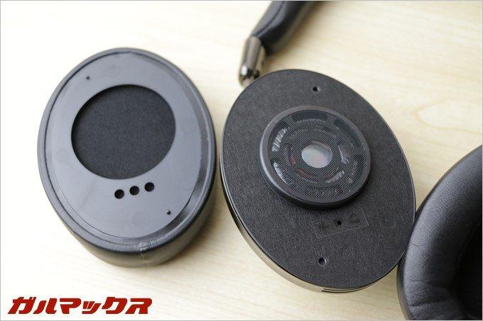 イヤーパッドは簡単に外す事が可能磁石を使っているので少し音に影響が出そうで心配です。