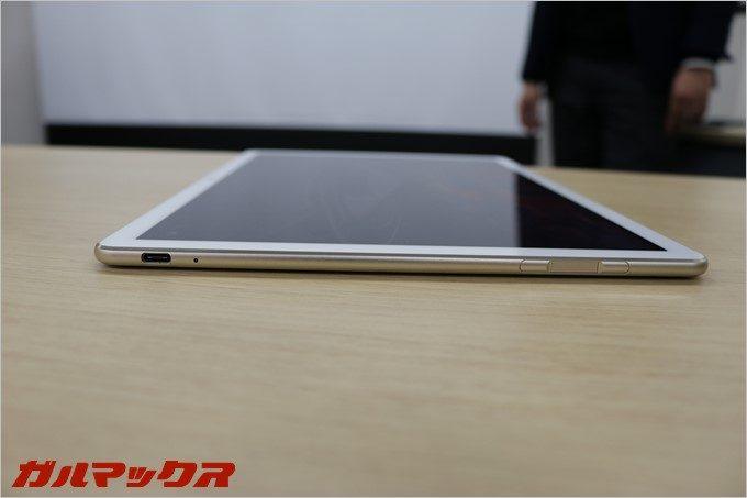 「HUAWEI MateBook」にはUSB-Cが1つしか付いていない。MacBookの12インチと同じく、充電しながら周辺機器が利用できない。