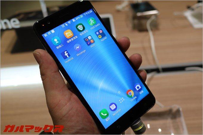 Zenfone3 Zoomは画面の発色が凄く綺麗です。