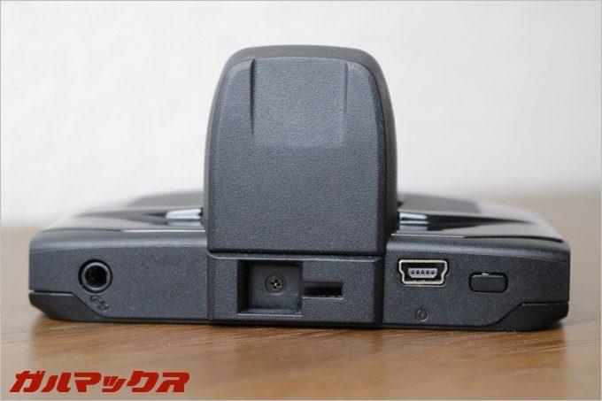 GoSafe 30Gの本体上部には海外モデルで使用する為のTPMS機能用端子が付いていますが、これは日本では使いません。
