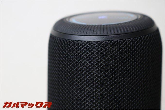 SoundPEATS「P4」はスピーカー部分が布巻きタイプで温かみあるさわり心地
