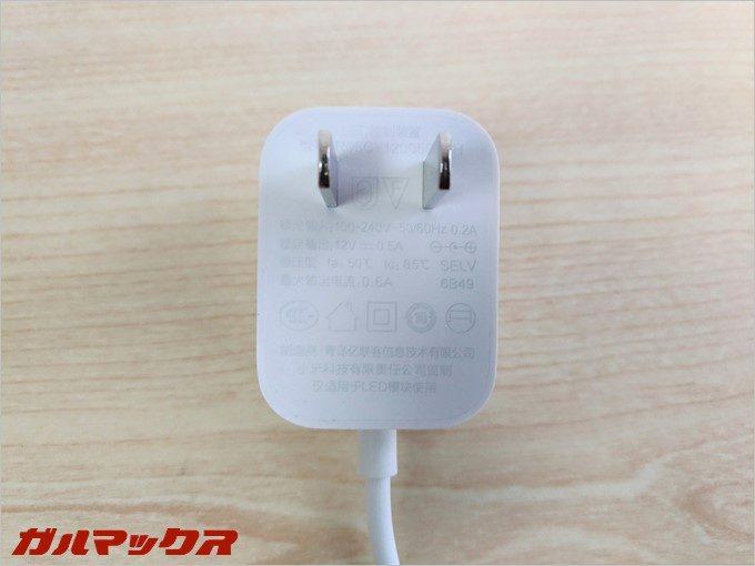 付属の電源ケーブルは日本でも問題なく利用可能な電源規格。
