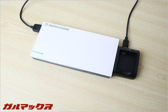 充電台はモバイルバッテリーからも充電できるのでかなり便利
