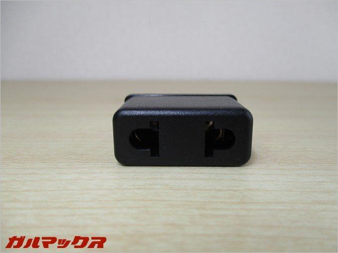 中国向け充電器を変換するアダプターも別途付属。