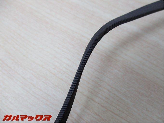 頑丈な平型の高耐久ケーブルを採用しています。