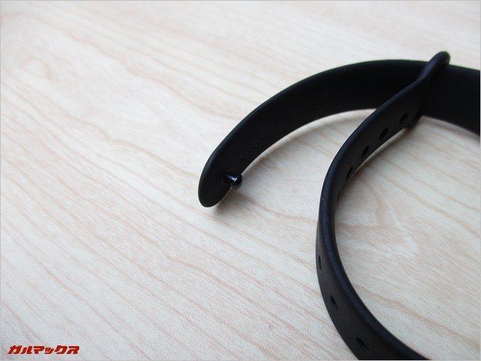 腕への固定はボタン形状のギボシ留めです。