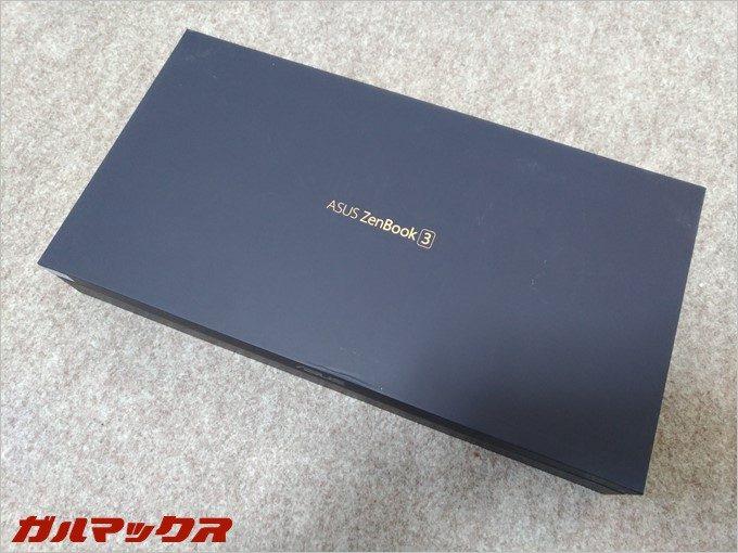 高級そうな箱に入っているZenBook 3。
