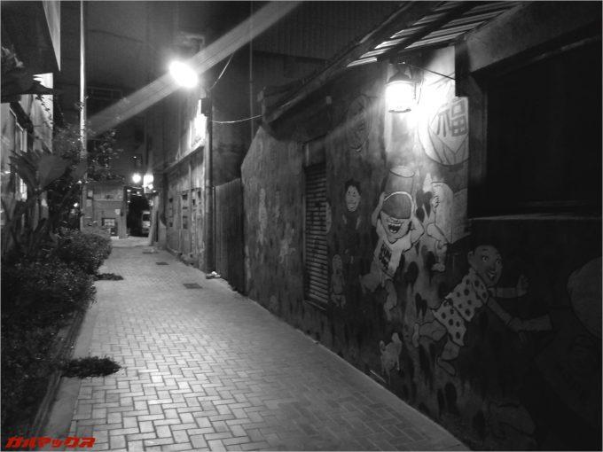 台湾の裏路地の落書き