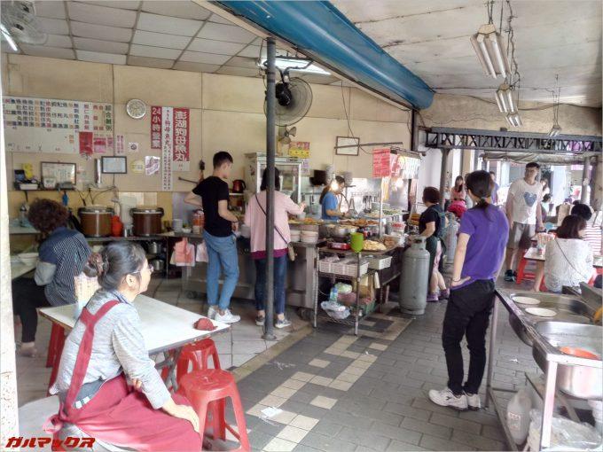 台南のローカルフード店を撮影
