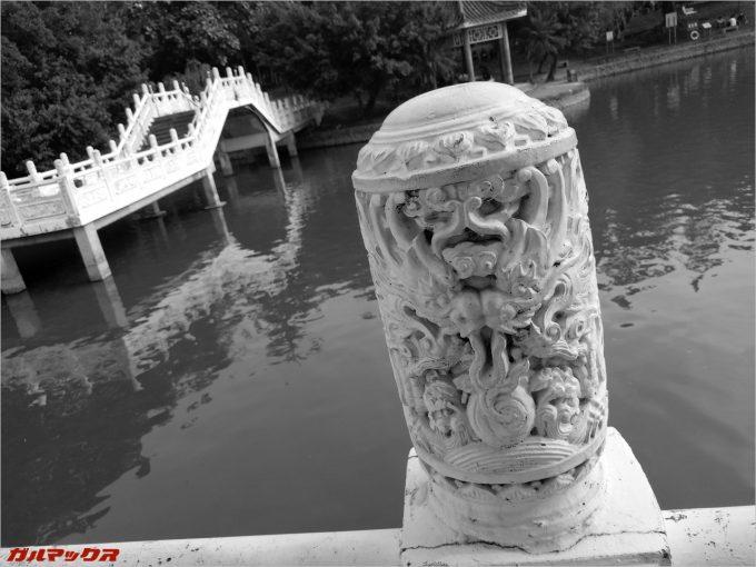 彫刻のようなオブジェを撮影