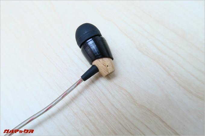 B20は花梨木材を使用したウッドハウジングを採用している事が特徴