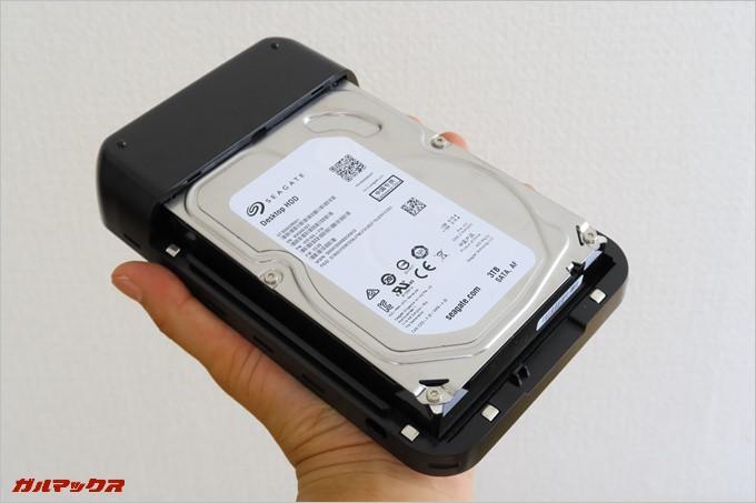 HDDは簡単に装着可能