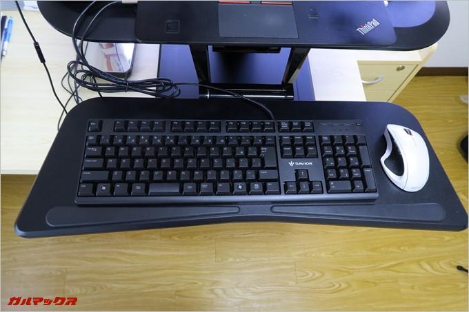 スタンディングデスクを利用するならキーボードはテンキーレスモデルがオススメ