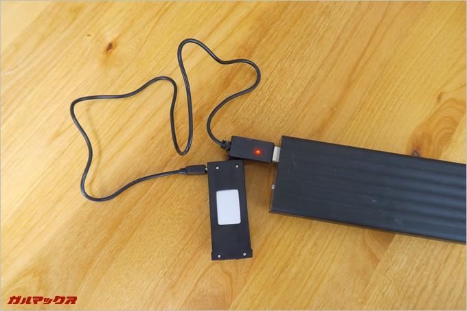 バッテリーはモバイルバッテリーからも充電が可能