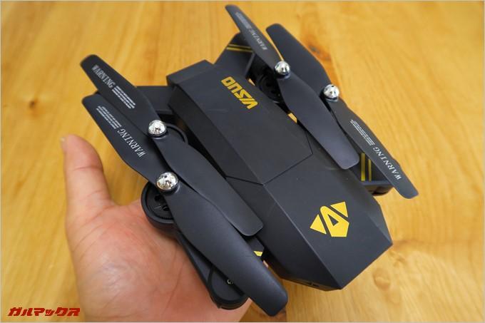 折り畳むと手のひらに乗る大きさのVISUO XS809HW