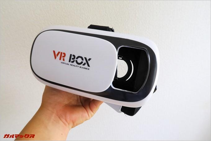 ARコンテンツに対応したVRゴーグルはカメラ用の開口部がある。