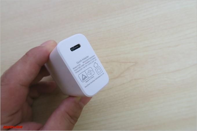 充電器にはUSB Type Cを直接挿せる端子が備わっています。