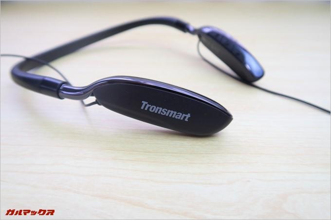 大型のネックバンドを採用したTronsmart S4