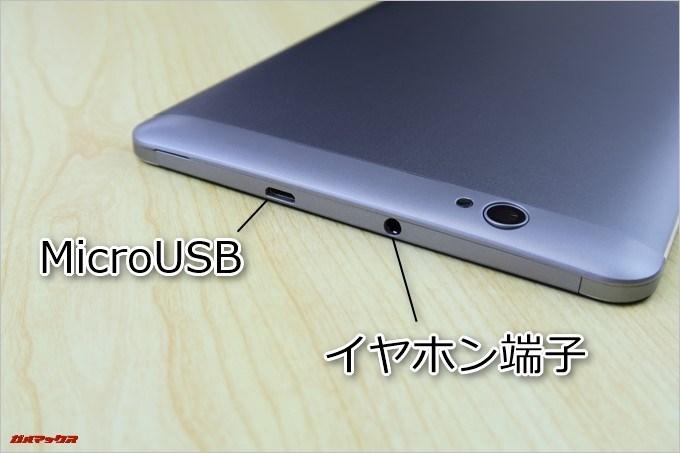 CUBE Free Young X5の上部にはMicroUSBとイヤホン端子が備わっています。