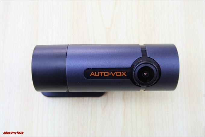 AUTO-VOX D6 PROのカメラは正面を向いています。