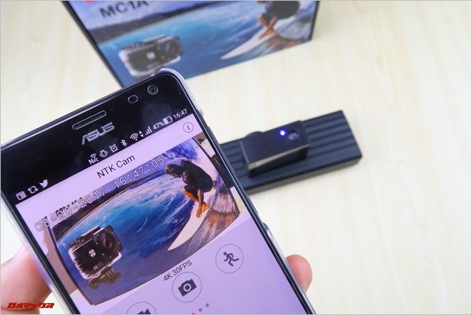 MUSON MC1AはスマートフォンとWi-Fi接続することで専用アプリでリアルタイムに捉えた映像を確認しながら操作も出来ます。