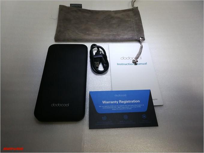 dodocool DP21のセット内容は本体、ポーチ、ケーブル、取扱説明書、保証書が入っていました