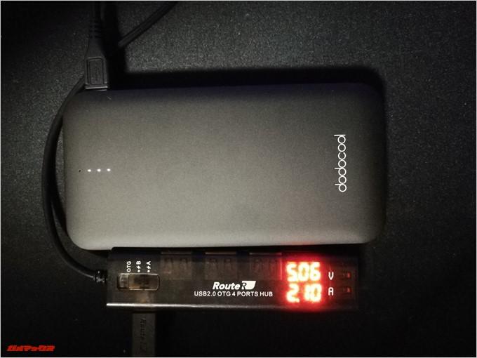 dodocool DP21はモバイルバッテリー自体も5V2.1Aで充電が可能です