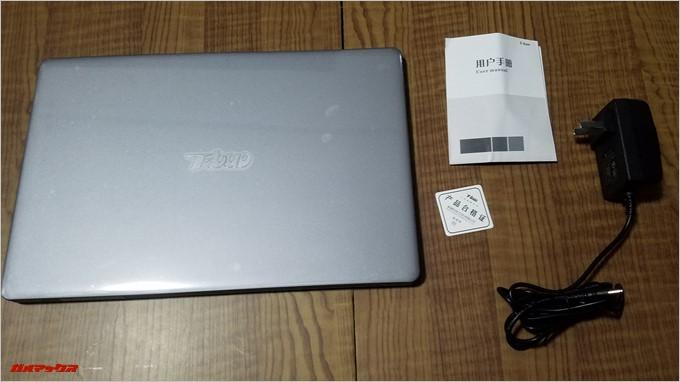 T-Bao Tbook4 14.1の同梱品は本体、説明書、充電器など必要最低限のシンプルな構成です