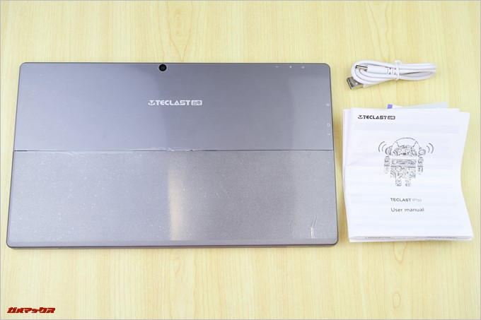 Teclast Tbook 16 Powerの同梱物は取扱説明書と充電用のケーブルのみでした