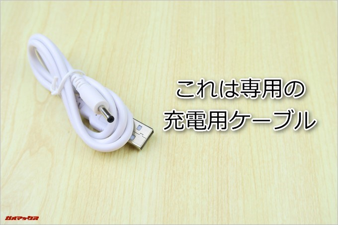 Teclast Tbook 16 Powerは専用の充電ケーブルが同梱されています。