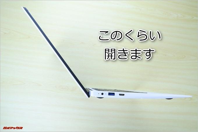 CHUWI LapBookは膝上作業も快適な角度を開くことが出来ました