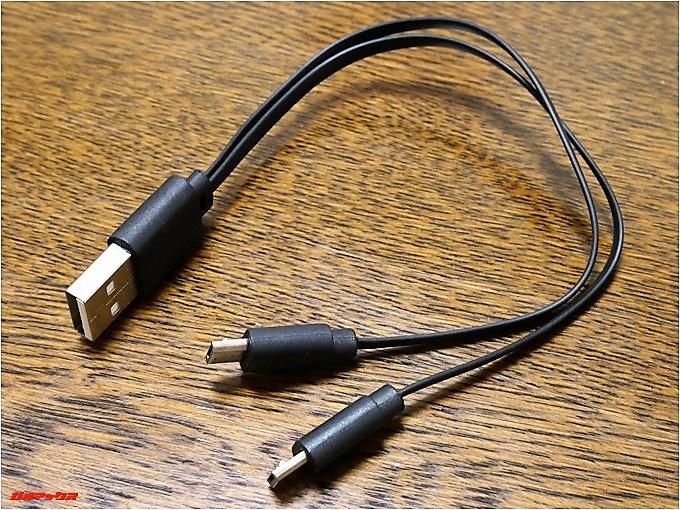 dodocoolのDA144には2つのイヤホンを同時に充電できる二股のケーブルが付属しています