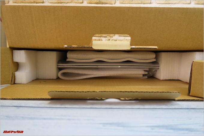 Jumper EZbook 3SEは緩衝材でガッチガチに守られていました。