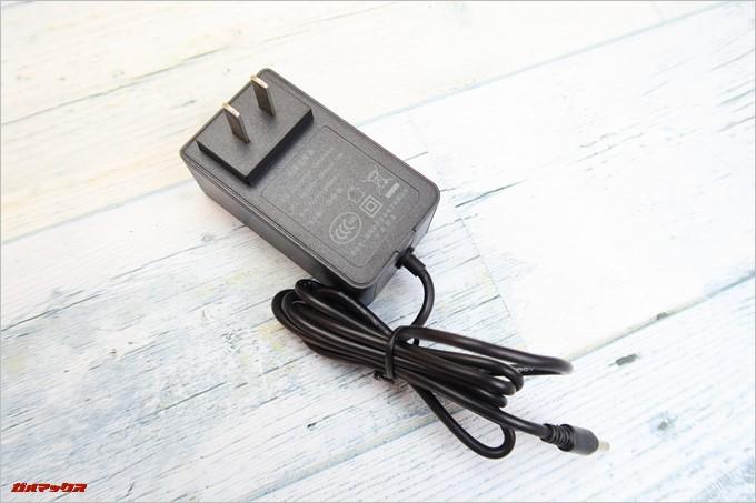 Jumper EZbook 3SEに付属している充電器は日本で利用できるタイプです。