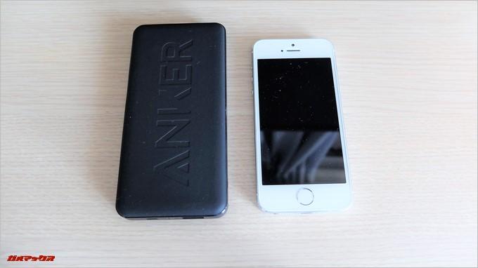 Anker PowerCore2 Slim 10000をiPhone5と比較してみましたが一回り大きい程度です
