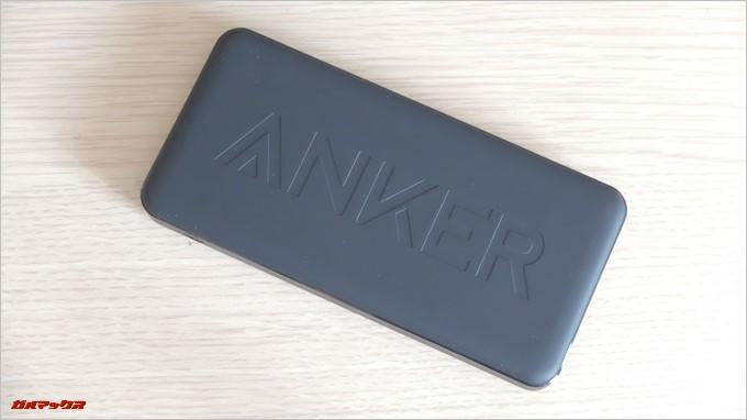 Anker PowerCore2 Slim 10000の背面は大きめのロゴが表示されています
