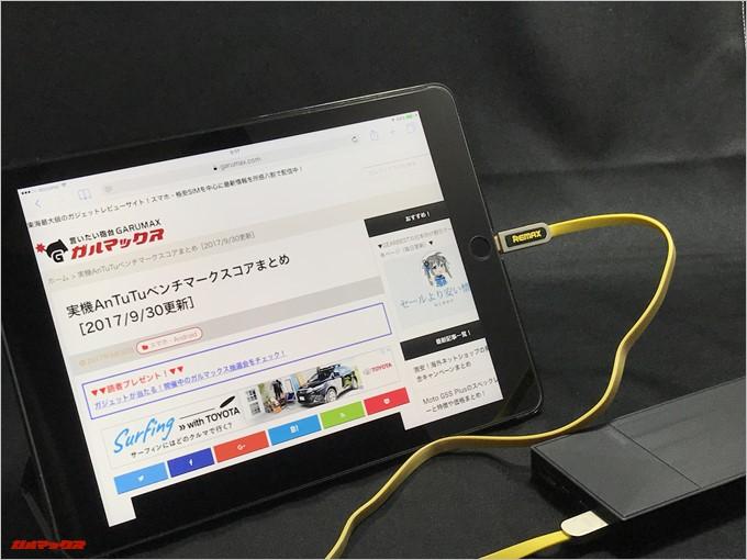 REMAX ARMORはLightning端子を備えているのでiPhoneやアイパッドを直接挿すことが可能です