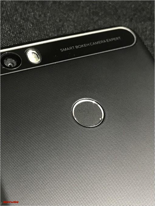 LEAGOO KIICAA POWERには指紋認証ユニットが備わっています
