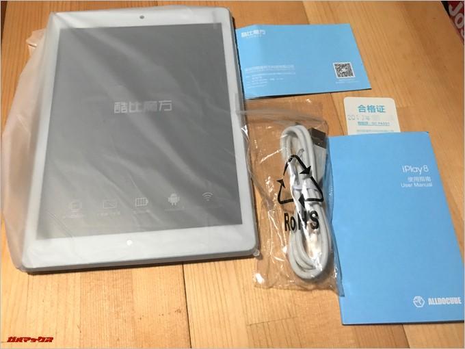 CUBE iPlay 8の付属品は充電用のケーブルと本体、簡易の説明書など必要最低限です。