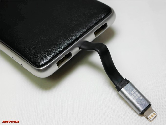Tronsmart Prime 10000には2つのUSBポートが備わっているので、最大3大同時に充電が可能です。