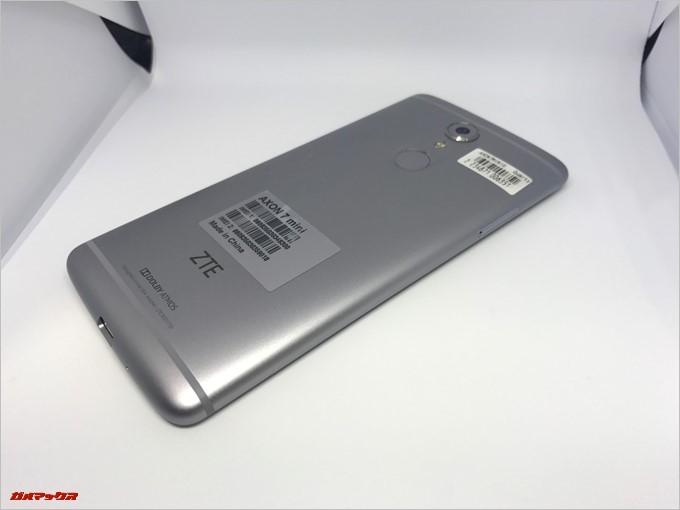 ZTE AXON 7 miniは曲面デザインで手当たりも良いです。