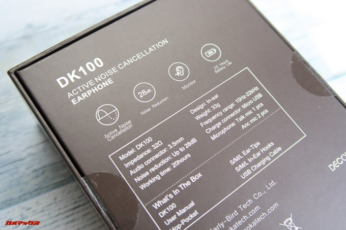 Decoka DK100の箱の裏には仕様表が書いていますが英語表記となってました。