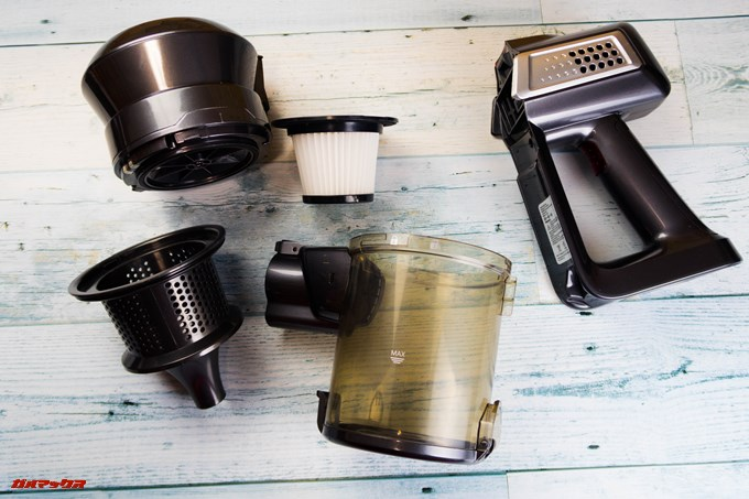 Dibea 2-in-1 Wireless Vacuum Cleaneはダスト部分も手でクルッと回して分解できるのでフィルターの掃除も楽です。