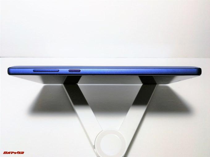 Elephone S8の画面右側面には電源ボタンと音量ボタンが備わっています。